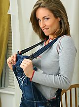 Pantyhose Pics: Melanie in a cute denim dungaree minidress and thick woolen pantyhose.