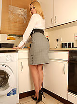 High.Heels Pics: Shays a little scrubber...when washing up all her toys that is!!