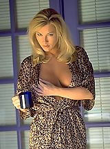 Hot Secretary, Leslie Ann