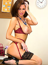 Heel Crush, Veronica Avluv