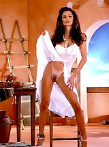 Long Legs, A southwestern dash of spice, Sonia Torel turns up the heat, better check your temperature!