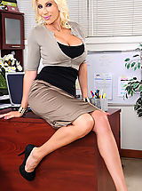 UK Playmates Pics: Puma Swede