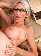 Classy Legs, Smokin hot milf Emma Starr rocks a young studs world