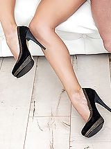 Stiletto Shoes, Emily Thorne
