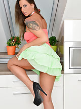 Stiletto Shoes, Simony_diamond - Luscious housewife teases her soft shaved pussy until she cums