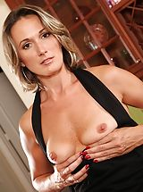 Tall air tight MOMMY Misty Law hands her muschi.